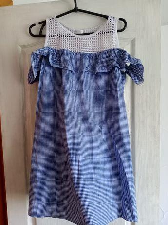 Жіноче плаття з рюшами.