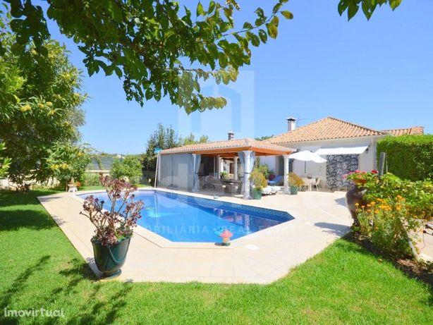 Moradia isolada V3+1 para venda em Albufeira com piscina.