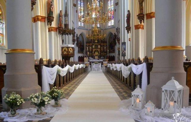 Biały dywan. napis Love, Fotobudka