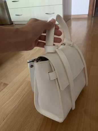 Продам белую сумку