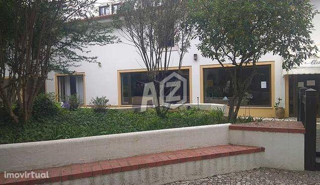 Escritório/Sala com 12m2 para arrendamento no Monte Estoril