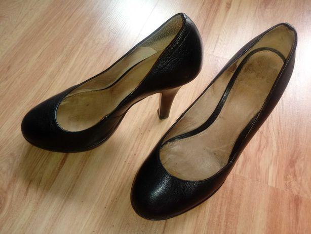 Czarne buty na wysokim obcasie 39