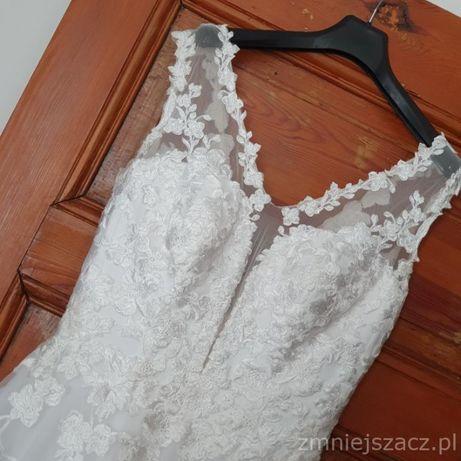 Zmysłowa a jednak delikatna Suknia Ślubna.
