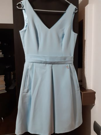Sukienka błękitna z kieszeniami