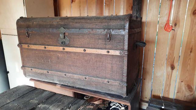 Stary przedwojenny kufer
