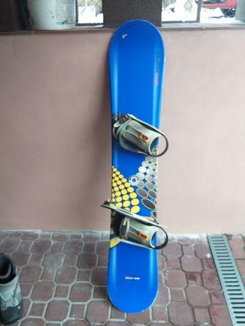 Deska snowboardowa 155 związaniami plus buty używana