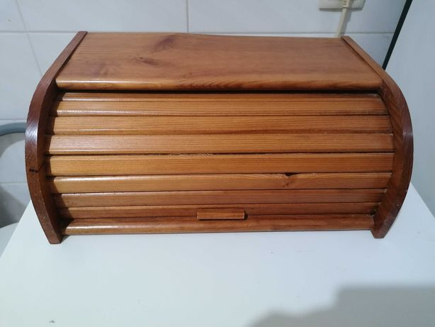 Caixa de pão em madeira