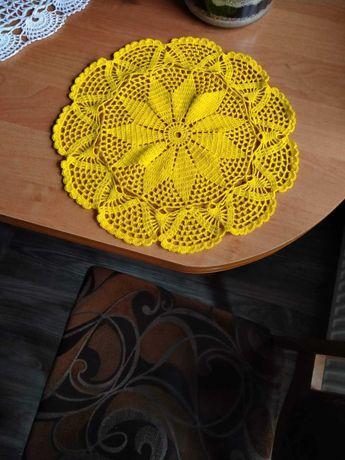 Serwetka ręcznie robiona - żółta. 35 cm .