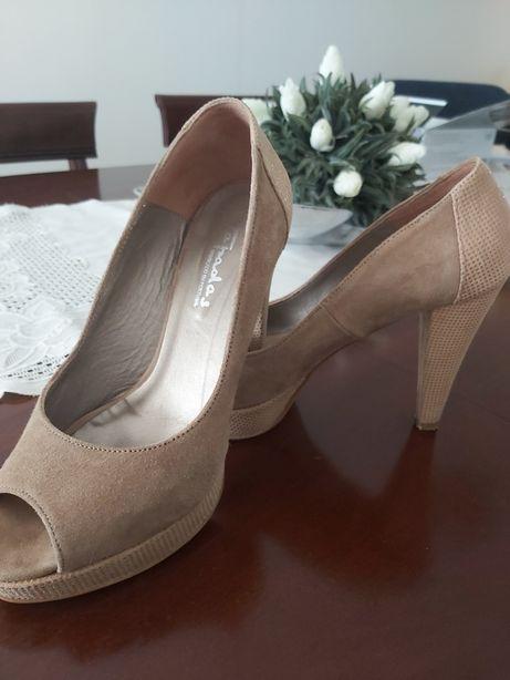 Sapatos Tapadas
