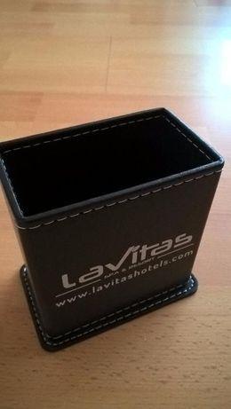 Czarny przybornik, elegancki, nowy, pudełko, pojemnik na długopisy.