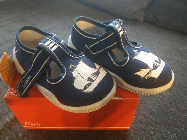 Nowe buty kapcie Vigami chłopiec 24