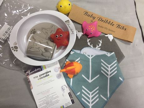 Комплект для ребенка: 2 слюнявчика+посуда игрушки новый Германия
