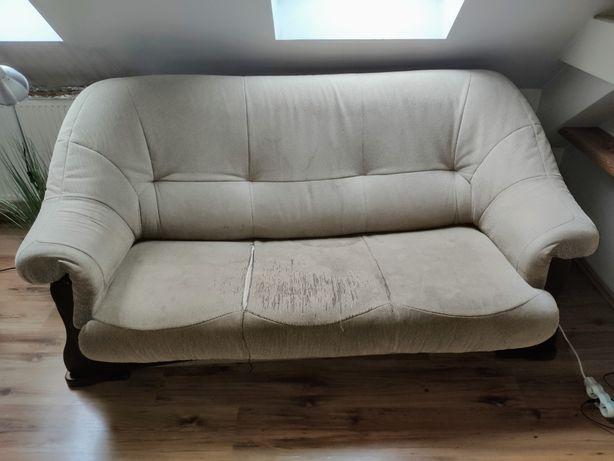 Rozkładana kanapa z drewnianą ramą