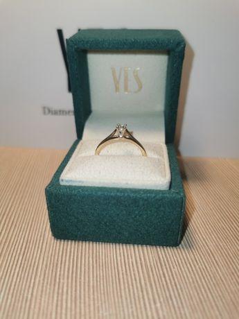 Pierścionek zaręczynowy z diamentem YES ZŁOTY p. 585 1,85g