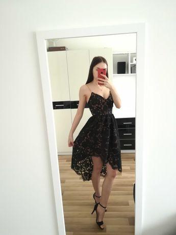 Elegancka sukienka na ramiączkach
