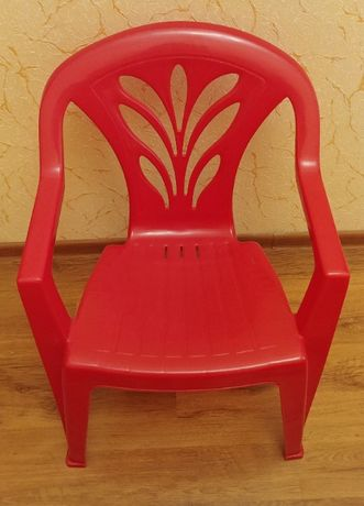 Пластиковые стулья (2 шт.)