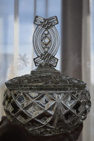 bomboniera cukiernica szkło prasowane