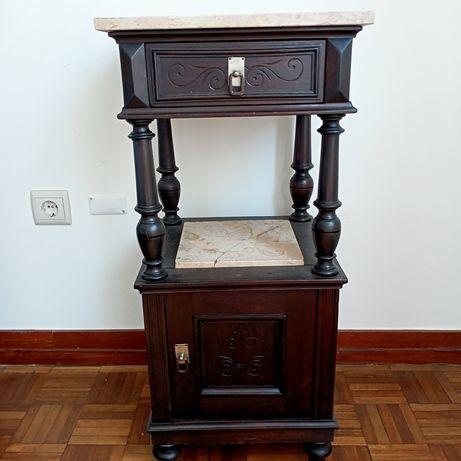 Venda mobília quarto antiga cama,mesinha de cabeceira e cómoda