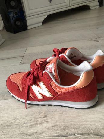 Oryginalne buty New Balance czerwone r. 40 zamszowe