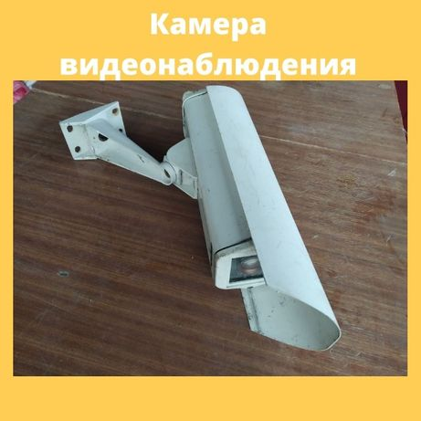 Чехол с кронштейном для камеры видеонаблюдения и камера