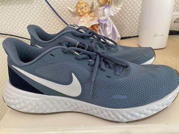 Кроссовки мужские Nike Revolution 5 летнее оригинал 28.5 см.