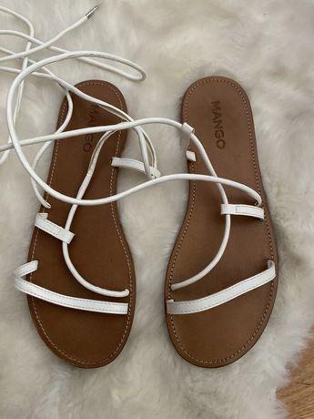 Sandalias tiras brancas
