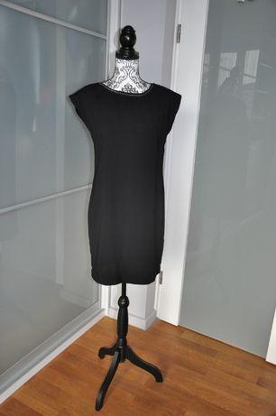 Sukienka czarna elegancja i wygoda zarazem