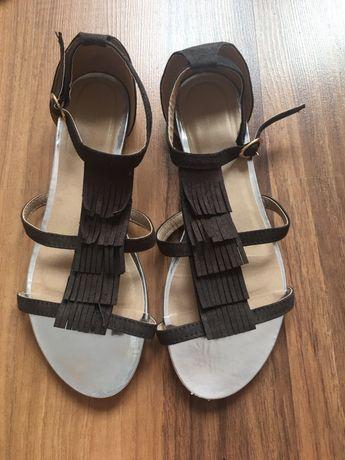 Brązowe sandałki 38