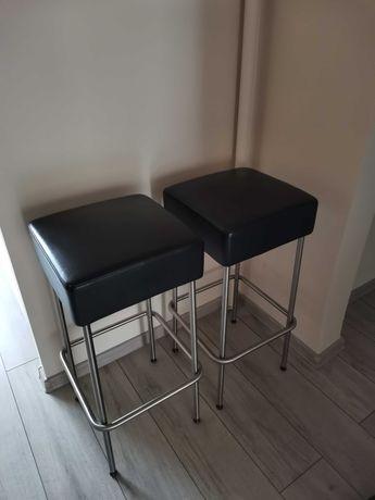 Stołki barowe z IKEA ze skóry.