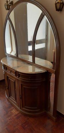 Aparador com Portas/Gavetas e Espelho