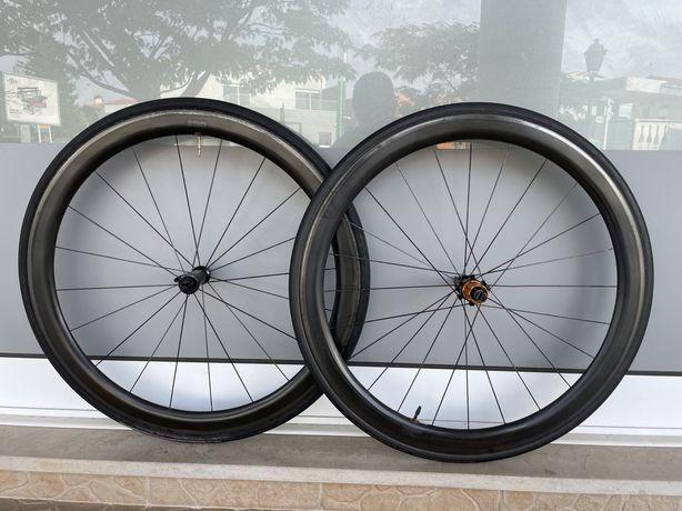 Rodas de estrada em carbono