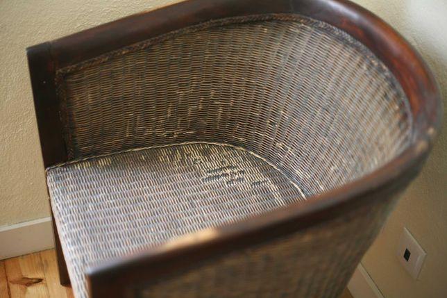 cadeirão clássico de madeira maciça e vime