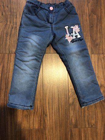 Продам утеплённые джинсы на девочку