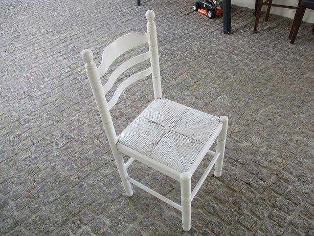 4-Cadeiras antigas+Moldura para espelho.