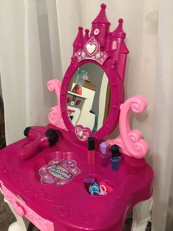Toaletka dla dziewczynki swiecaca z suszarka i  akcesoriami Zuzanna