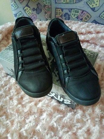 Комфортні шкіряні спортивні туфлі 38р
