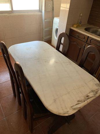 Mesa tampo pedra e 4 cadeiras cozinha.
