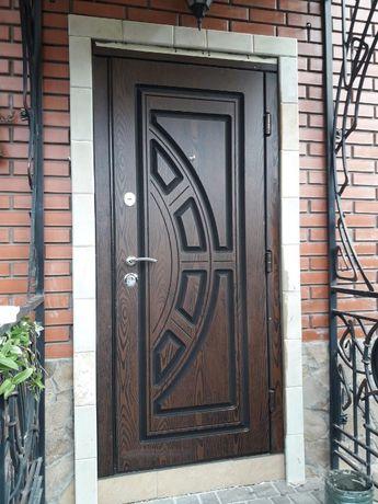Вхідні двері не бояться УФ і вологи