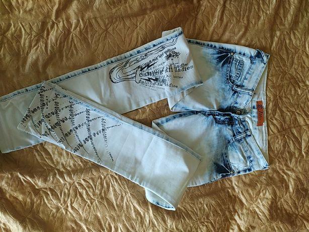 Летние светлые джинсы