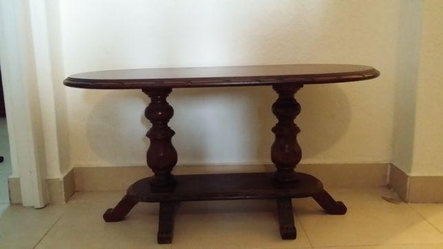 Mesa de centro em madeira maciça, castanha