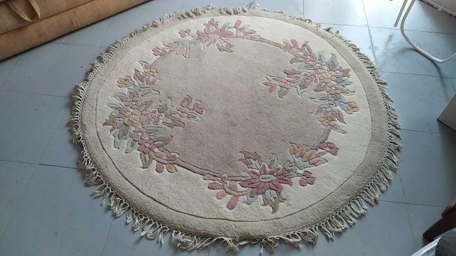 Dywan okrągły do pokoju we wzory (kwiatki) dywanik