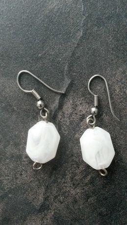 Kolczyki białe sztuczna biżuteria
