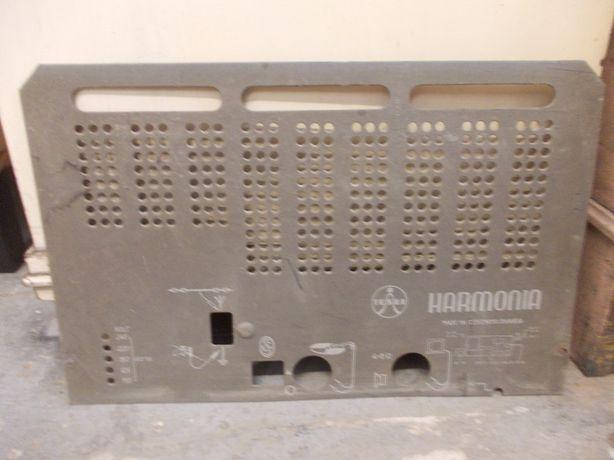 Tylna ścianka starego radia lampowego TESLA Harmonia