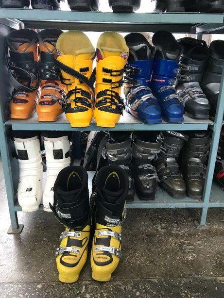 Лыжи, сноуборды, лыжные ботинки и ботинки для сноуборда в ассортименте