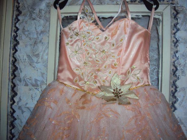 Красивое и нарядное платье!