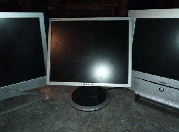 3 monitory VGA odbiór osobisty