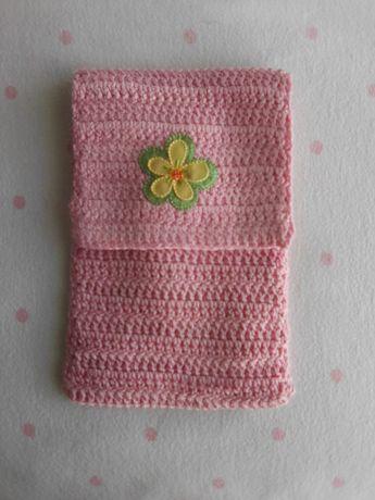Bolsa em crochê para telemóvel ou material de enfermagem