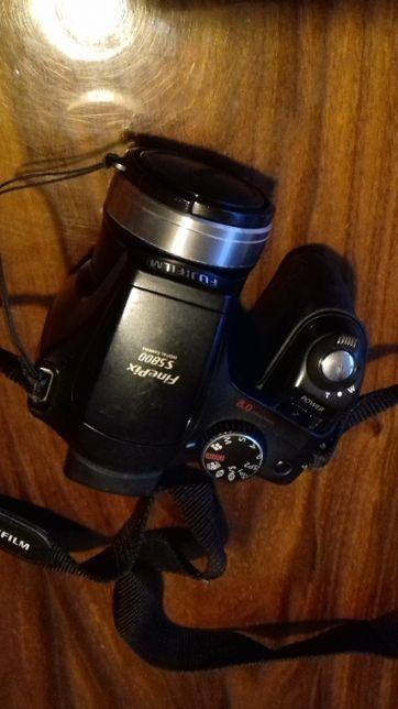 Aparat Fuji FinePix S5800 z futerałem
