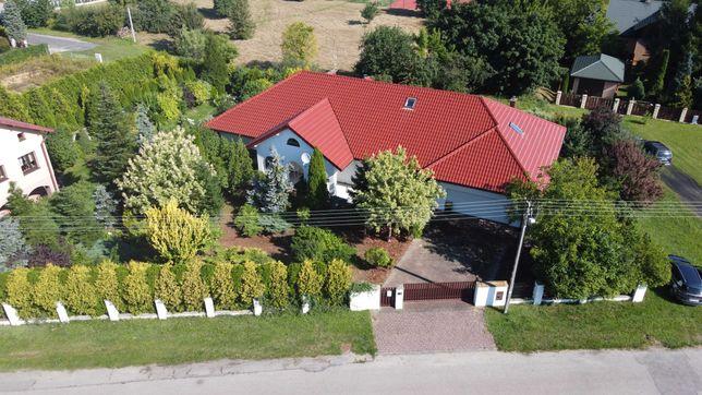 Przestronny, solidny dom w spokojnej dzielnicy Piotrkowa.