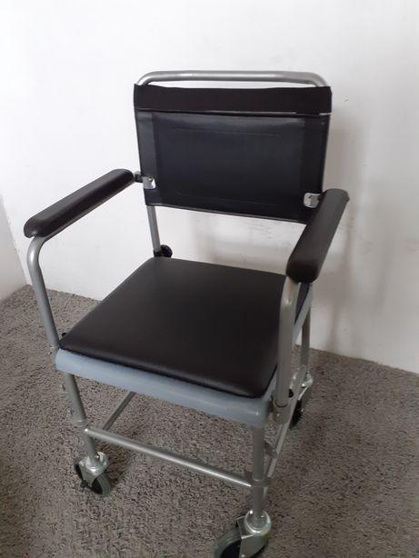wózek z ubikacją dla niepełnosprawnych